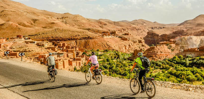 Auf E-Bike-Reise in Marokko radfahren im Atlas-Gebirge