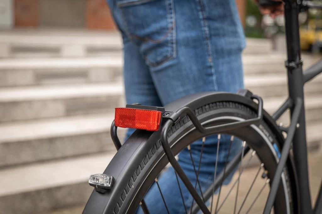 E-Bike Excelsior Urban-E mit Gepäckträger und Rücklicht