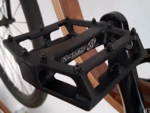 Draufsicht auf montiertes Pedal Super Shape 3D von Reverse Components