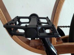 Montiertes Pedal Super Shape 3D von Reverse Components in der Seitenansicht