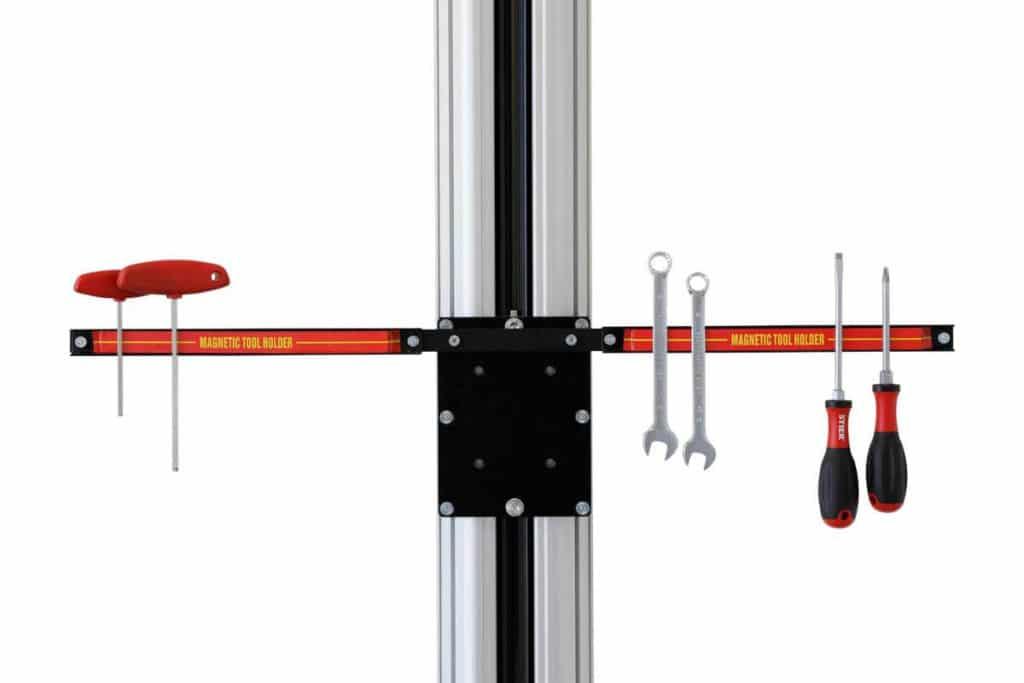 Werkzeugschiene an einem Montageständer für E-Bikes