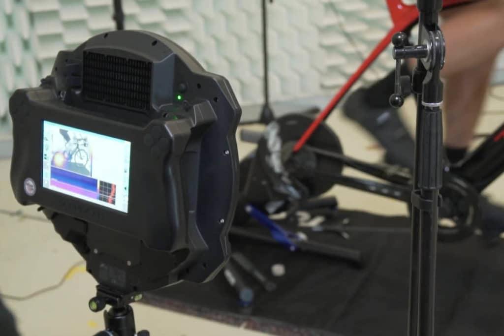 Testequipment im Akustiklabor für E-Bike-Soundanalyse von Fazua