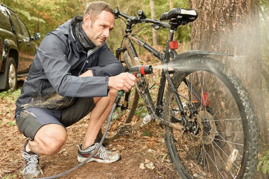 E-Bike reinigen mit einem Niederdruckreiniger