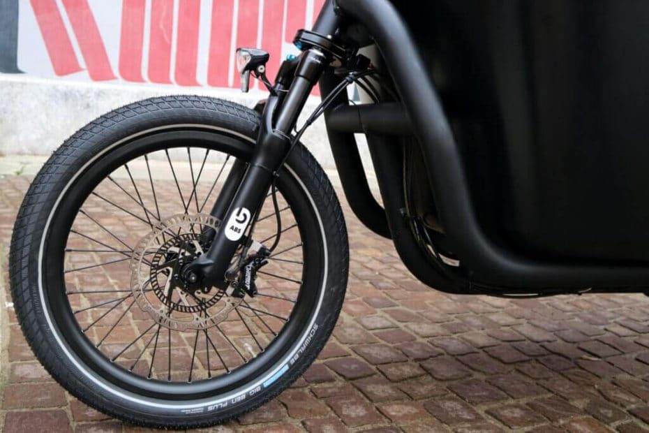 Vorderrad mit Geschwindigkeitssensor des Blubrake ABS für E-Cargobikes