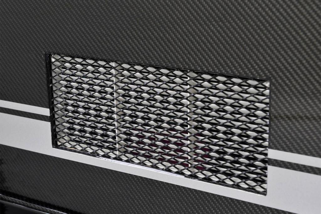 Luftschlitze in der Tür zur Wohnkabine des Fahrradwohnwagens Mody von ModyPlast