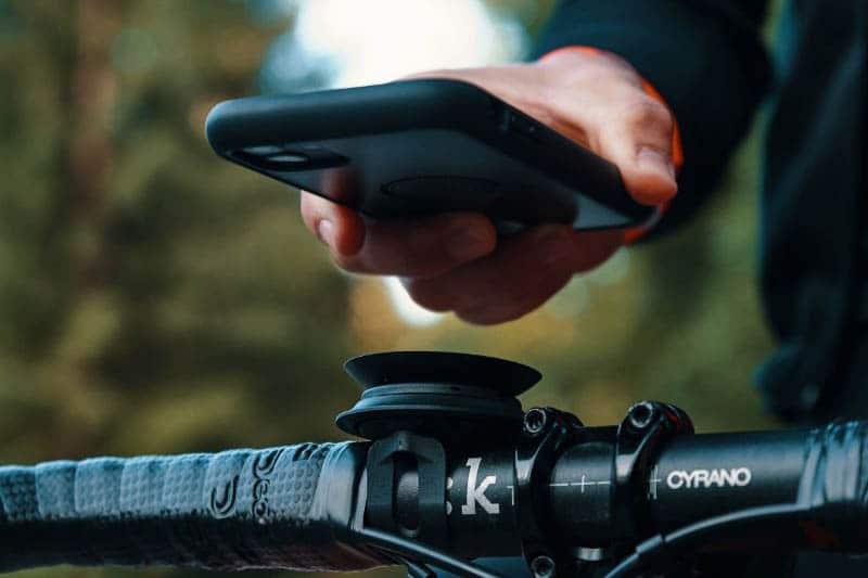 Hüllen und Halterungen für Smartphones am E-Bike